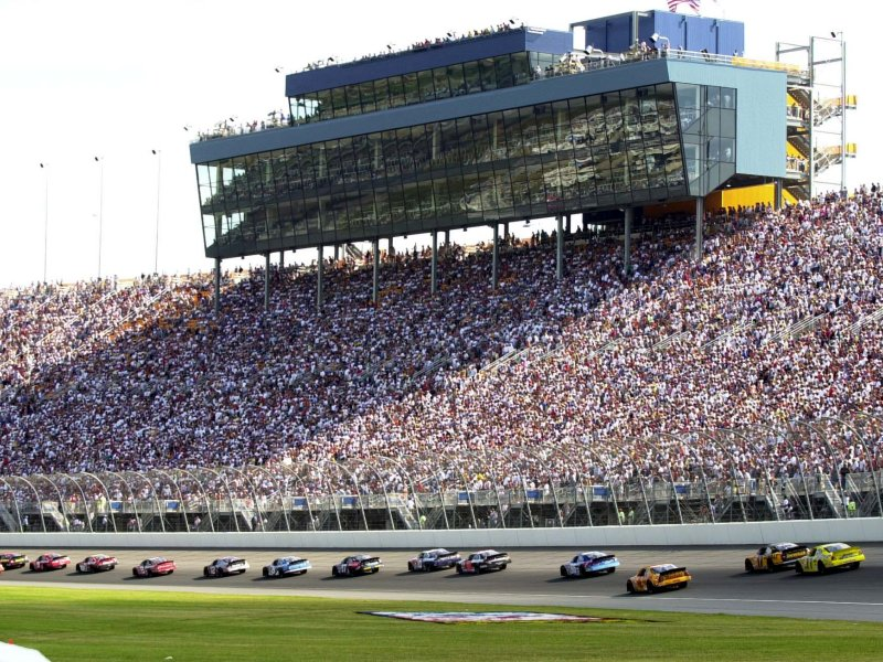 The daly planet live blogging sprint cup series from for How long is las vegas motor speedway
