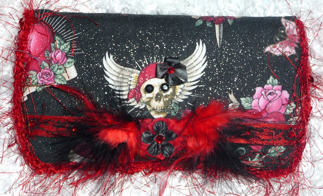 "Ed HaRDy iNsPiReD ""LoVe KiLLs"" SkuLLs & HeaRTs GiRL's WiPe CaSe"