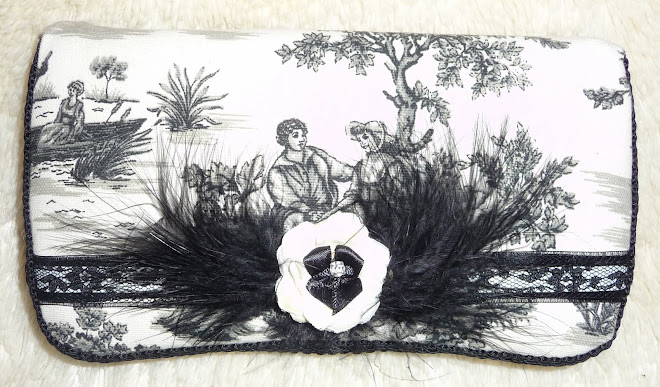 Too CuTe ToiLe BLacK BeAuTy & DReaMy cReaMy LaCe, FeaTHeRs, & fLoWeRs GiRLs'  WiPe CaSe