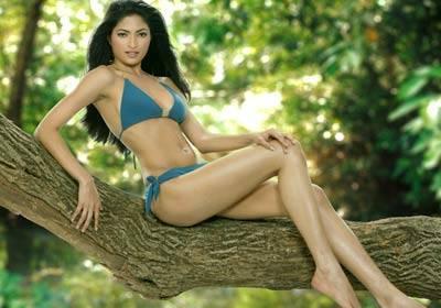 Parvathy Omanakuttan - Hot Bikini Pics