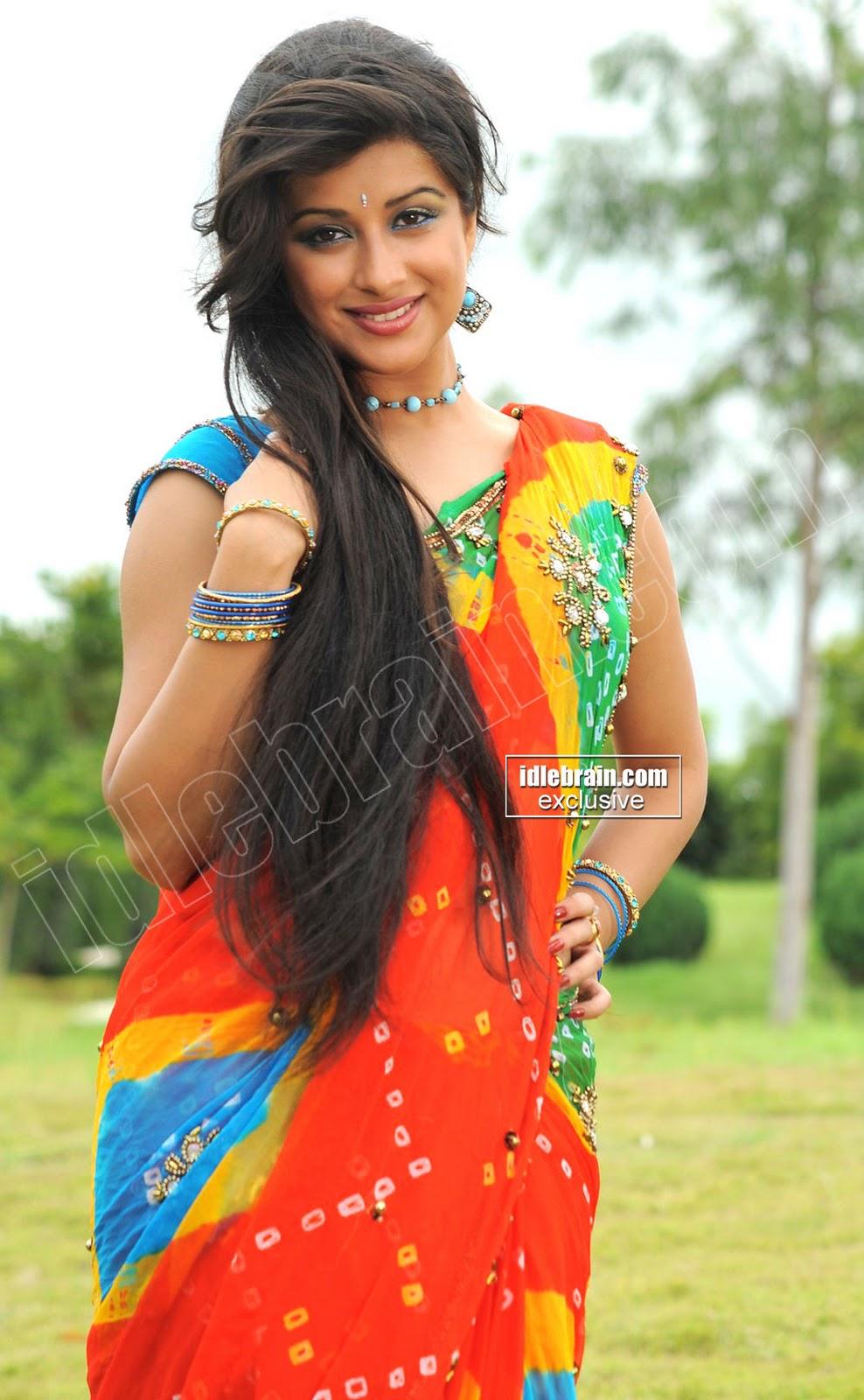 madhurima looks seductive in saree beautiful older women