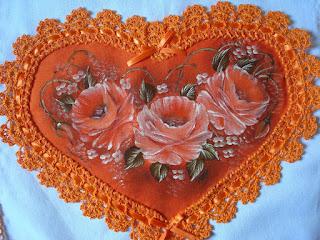 : قلوب من القماش بحواف من الكروشية DSC05561.JPG