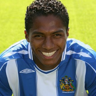 antonio valencia wigan athletic transfer to manchester united