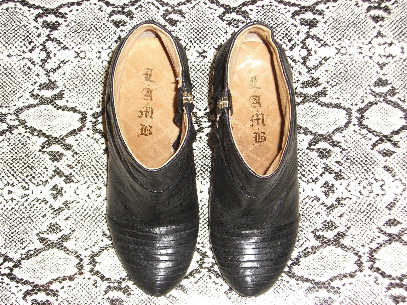http://1.bp.blogspot.com/_UjJFfjJrjiI/TC5AQTxXc1I/AAAAAAAAAMA/GYrDft2ARuc/s1600/Lamb+Boots.jpg