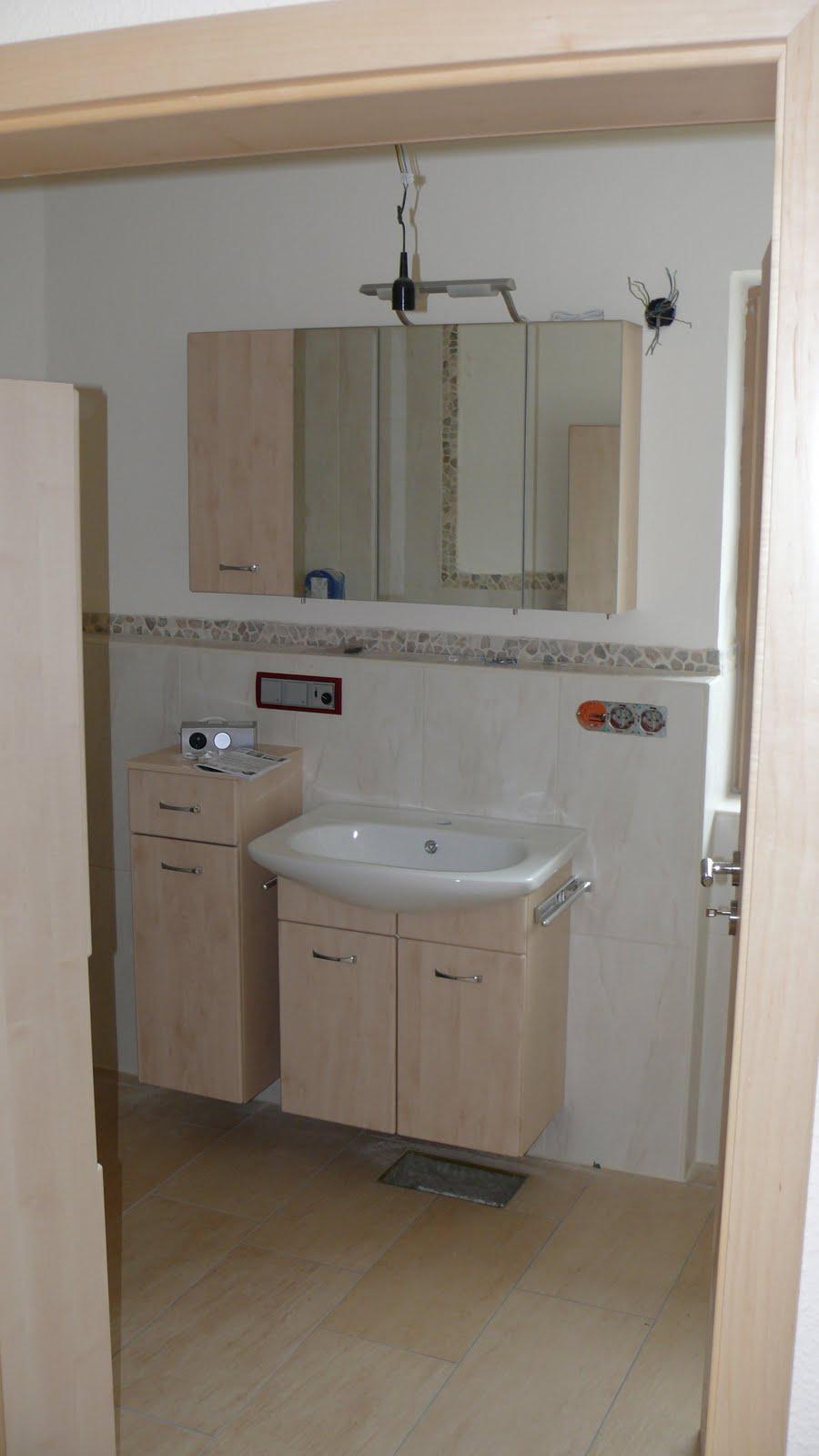 wolfbau die badezimmer m bel sind da. Black Bedroom Furniture Sets. Home Design Ideas