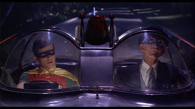 Batman - Alfred y Robin en el Batmóvil