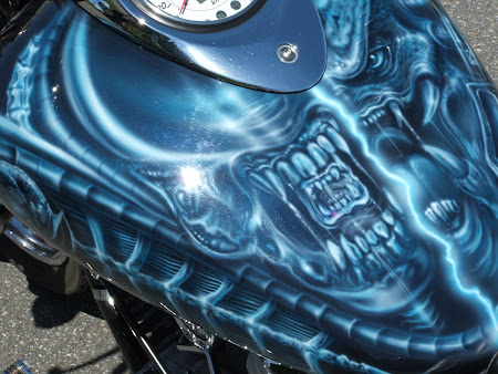alien vs predateur sur moto