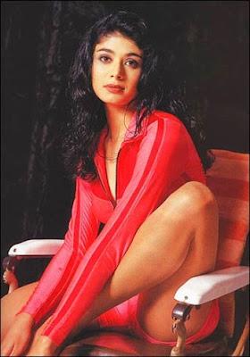 pooja batra- thigh show
