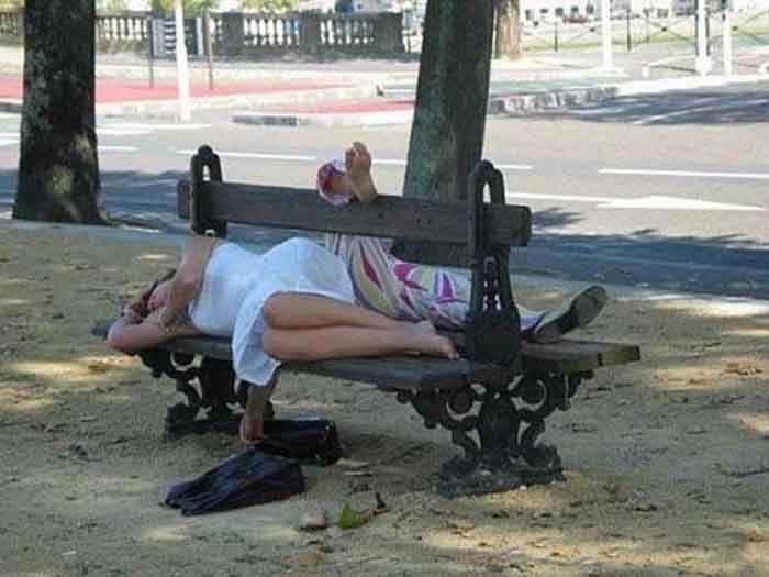 Estaba un matrimonio sentado al lado de un borracho, cuando derrepente ...