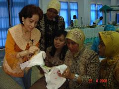 Sulam Pita pada Pertemuan KDKS. Oleh Ibu Laksiwati Etty.