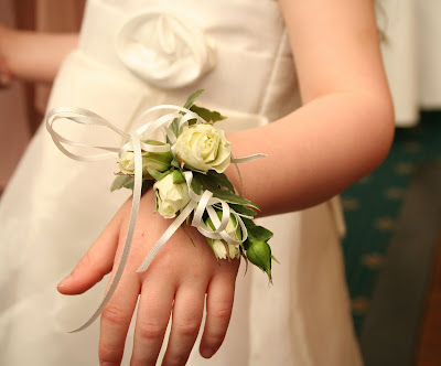 Beautiful bridesmaid s bouquets flower girl s dainty wrist corsage