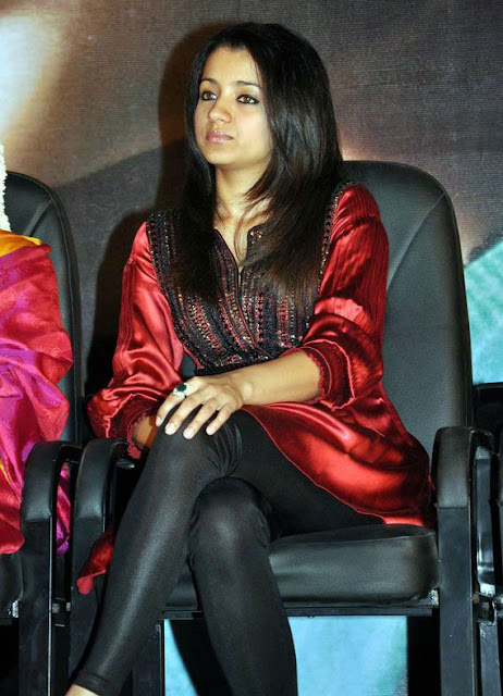Trisha at kalavani Movie launch stills 3