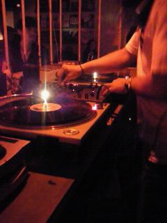 [DJ してる]