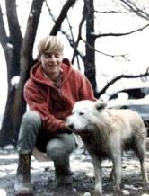 شاهد العيان رون جونسون برفقة كلبه