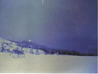 ضوء كبير شوهد يحوم فوق قمة هاسدالن- النرويج.