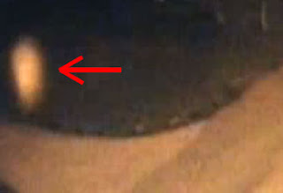 شبح يحوم في أرض القاعة، المجلس المحلي استدعى خبراء من مجموعة صائدي الأشباح لمراجعة الصورة التي التقطتها عدسات كاميرات الأمن CCTV (الدوائر التلفزيونية المغلقة)