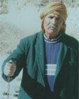 الشيخ الحملاوي يستطيع معرفة أماكن المياه الجوفية من خلال قطعة حديدية في كف يده