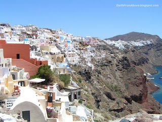 Santorini, the picturesque town of Oia