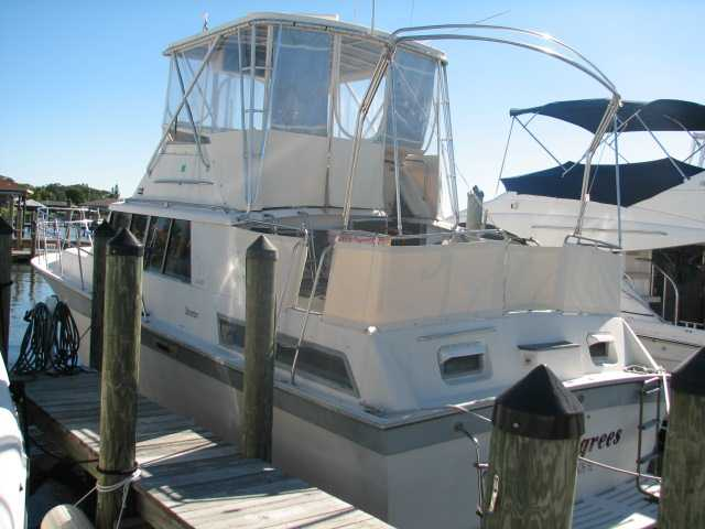 This is an extremely popular aft cabin motor yacht with 2 staterooms and 2 ...