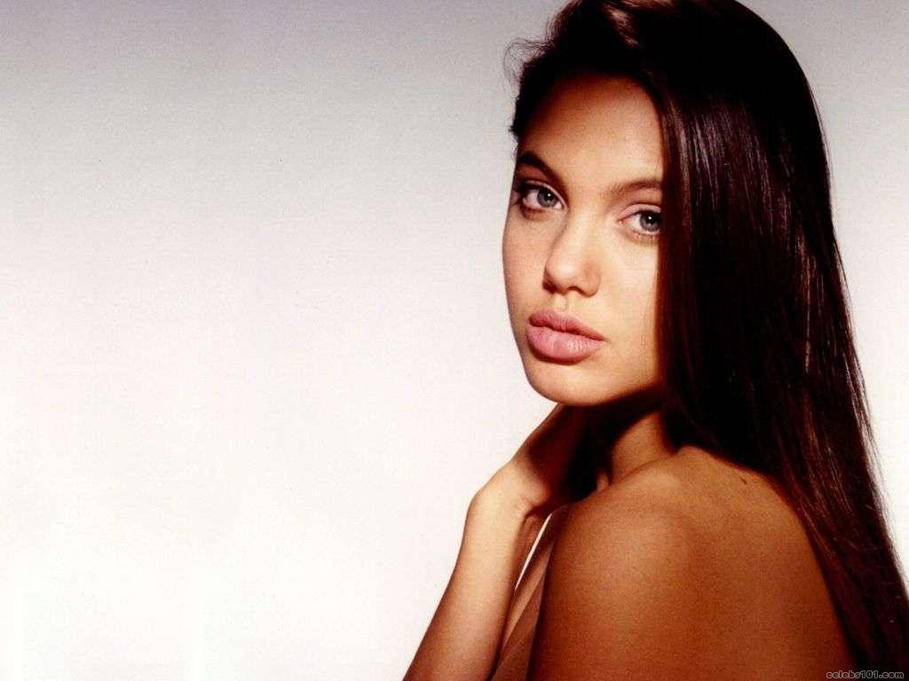 http://1.bp.blogspot.com/_UtNW1JfsC-M/TA6nPAMAWmI/AAAAAAAAA5M/dyw4SxAsL-U/s1600/Angelina+Jolie+Hot+Girls+Inn.jpg+%281%29.jpg