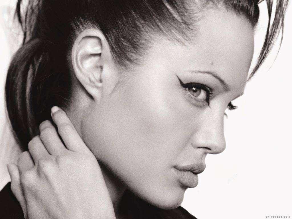 http://1.bp.blogspot.com/_UtNW1JfsC-M/TA6nZ4et6lI/AAAAAAAAA6c/b_guBz5S1_o/s1600/Angelina+Jolie+Hot+Girls+Inn.jpg+%2811%29.jpg