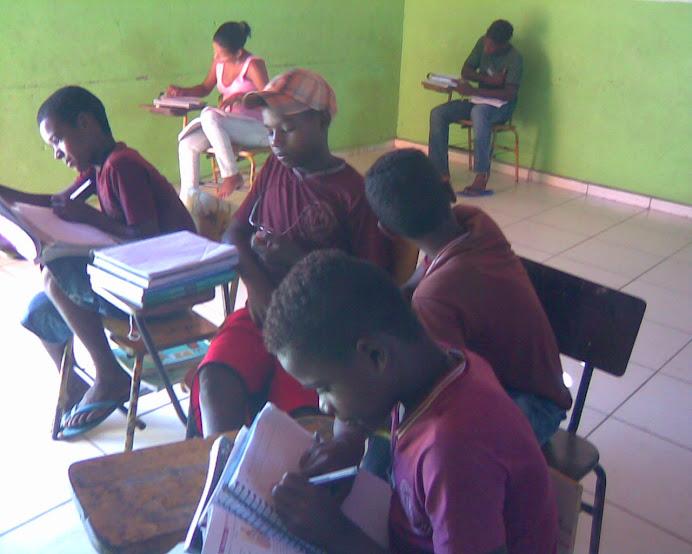 alunos do sétimo ano em aula de matemática