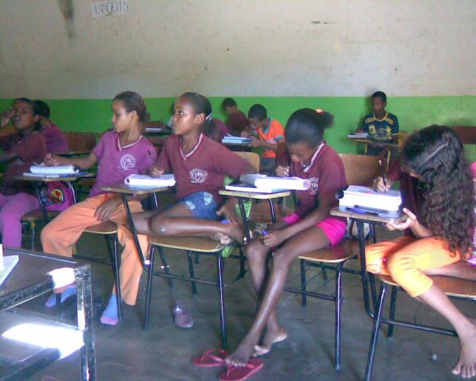 Os alunos do sexto ano.