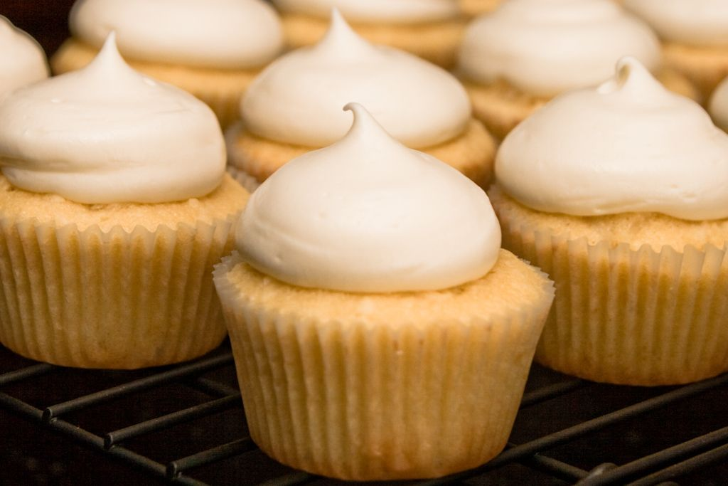 ... Frosting..: Coconut Cream filled Coconut Cupcakes with Cream Cheese