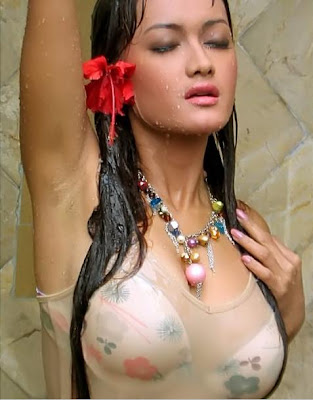 Julia Perez on Julia Perez Was Asked To Become Indonesian Condom Icon   Tirai Maya