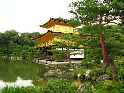 Kinkajuji sau Pavilionul Auriu din Kyoto Japan