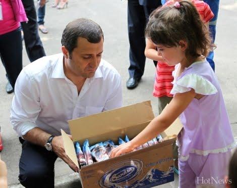 Vlad Filat printre sinistrati le promite: