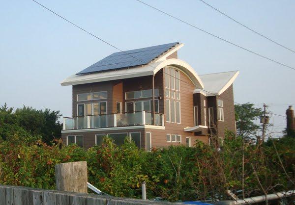 Bouler design group zero energy house - Large summer houses energizing retreat ...