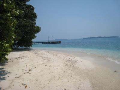 Pantai pulau Bintang
