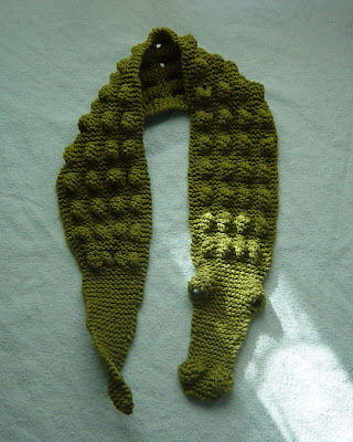 Knitting Pattern Alligator Scarf : knitter by nature: Itty Bitty Alligator Scarf