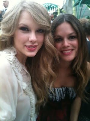 http://1.bp.blogspot.com/_V6Nqt3XAMVw/TKCpRhOoCuI/AAAAAAAABsc/2Hjs7lqFLWU/s1600/Taylor+Swift+photoshoot+Italia+014.jpg