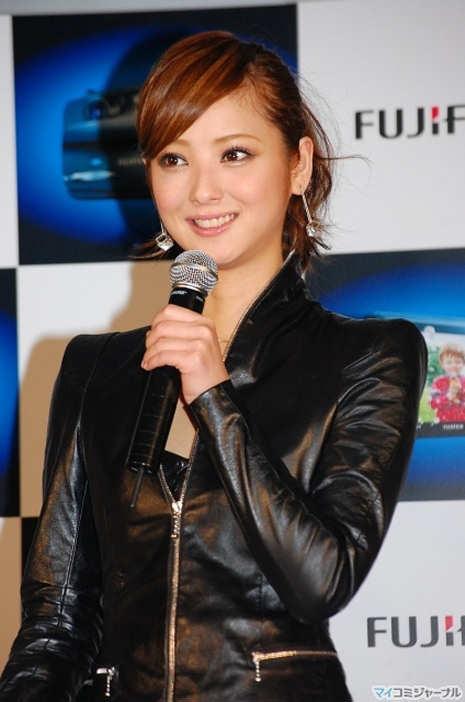 http://1.bp.blogspot.com/_V6cHkkbjFt8/THClQ2dISCI/AAAAAAAAB5w/aOPjiRRNijo/s1600/Nozomi+Sasaki.jpg