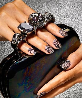 lace+manicure DIY Lace Manicure