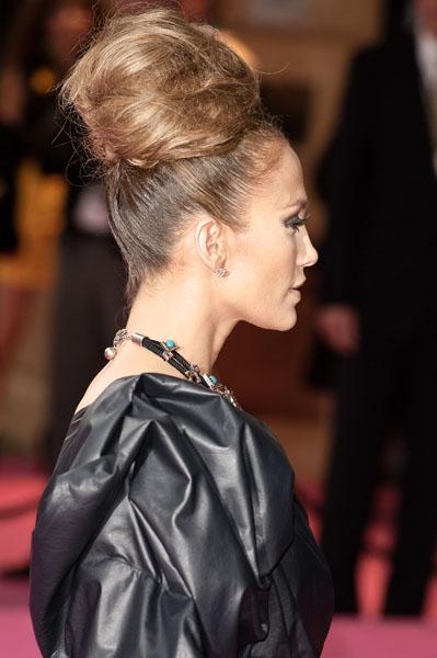 jennifer+lopez+beehive+premiere+8 Jennifer Lopez & Her Beehive/Ratsnest Hairdo