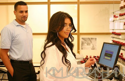 kim+kardashian+perfume+3 Kim Kardashian: Back In The Lab, Perfecting Her Perfume