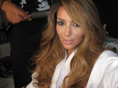 Kim Kardashian has changed her hair color. chocolate brown hair with caramel