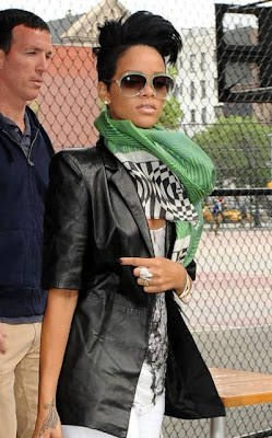 rihanna+hair5 Rihannas Hair Raising New Do