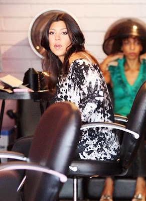 kourtney+kardashian+weave+1 Kourtney Kardashian Wears Hair Extensions