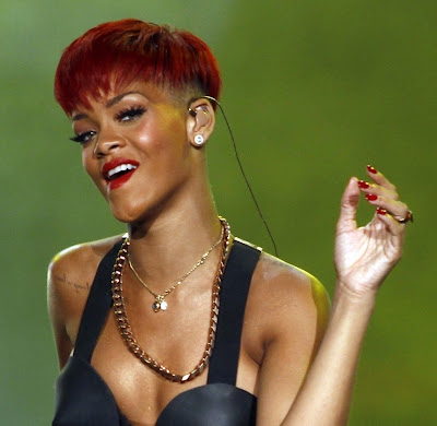 rihanna+red+hair+6 Rihanna Has Red Hair!