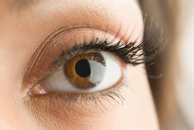 mascara2 Makeup Mondays With Mario: Long Lashes Undermining Your Mascara?