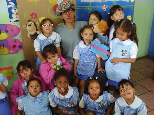 CREATIVIDAD Y  EXPRESIÓN: ENTRE EL NIÑO Y EL EDUCADOR