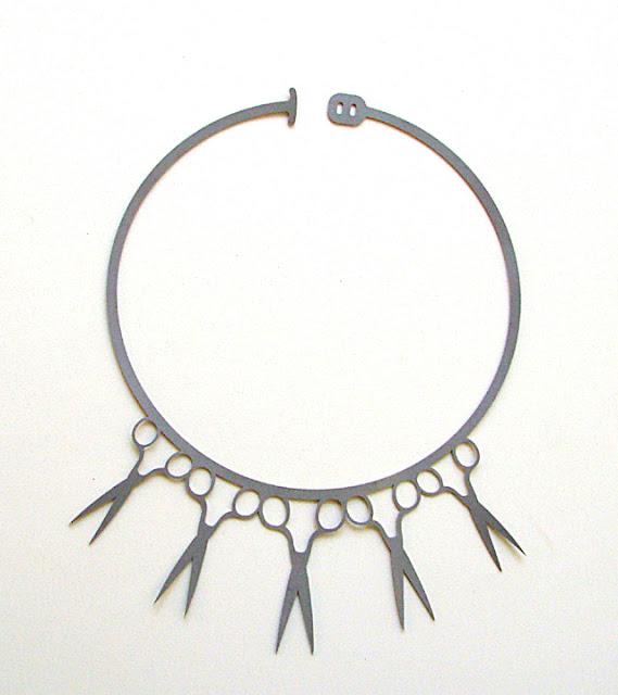 joia de borracha, rubber jewellery, colar de borracha, colar de animais de borracha, colar de tesoura, designtun, tun
