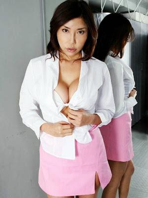 http://1.bp.blogspot.com/_VAcnx9_DEvs/Slcd9LCv5MI/AAAAAAAAKGo/qy8lKOGVG-4/s400/Kayoko-Senba-Sexy-Japanese-Gravure-Busty-Big-breast-Sexy-Idol-model-015.jpg