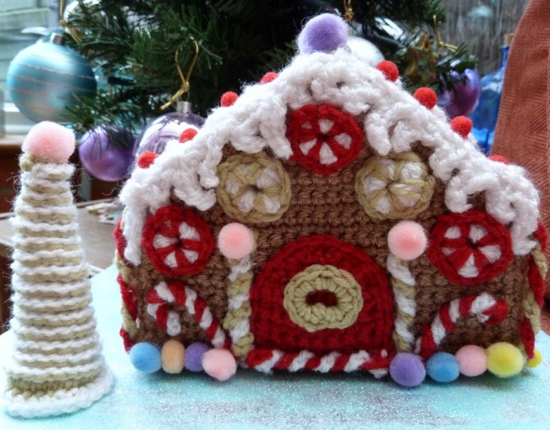 Titchables: Crochet Gingerbread House