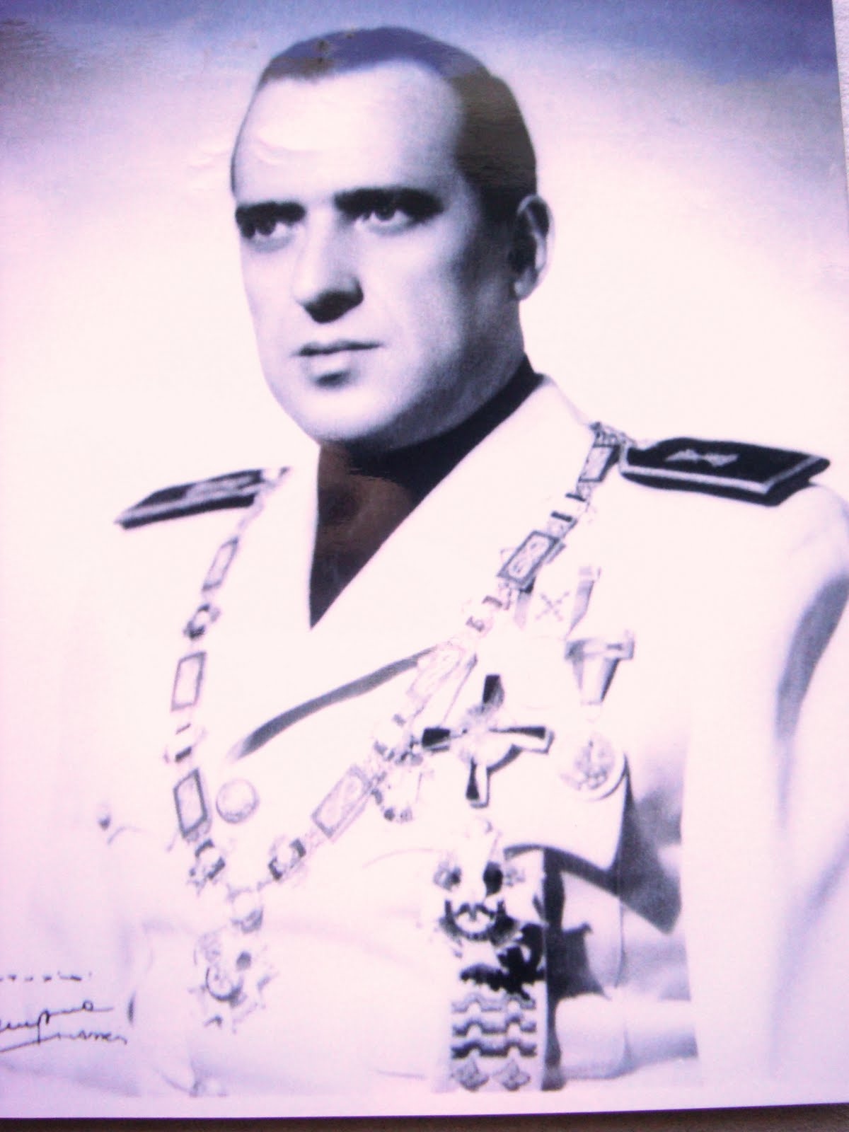 Libre pensadores rodrigo vivar t llez - Bandera vivar velez malaga ...