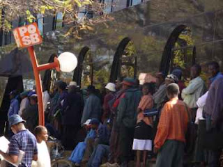 Bank+queues+in+Zimbabwe